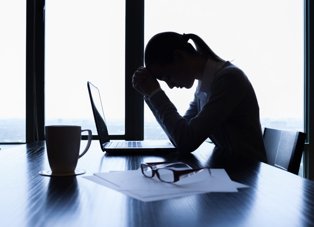 A Healthy Desk Set-Up: Tips for Managing Neck and Back Pain For Office Workers
